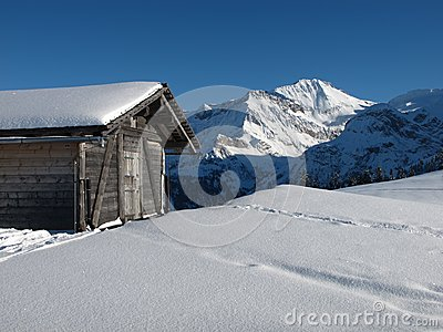 Shed and Wildstrubel in the winter