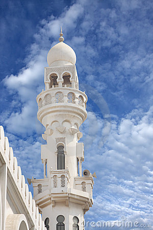 Sheikh Isa Bin Ali Mosque minaret closeview