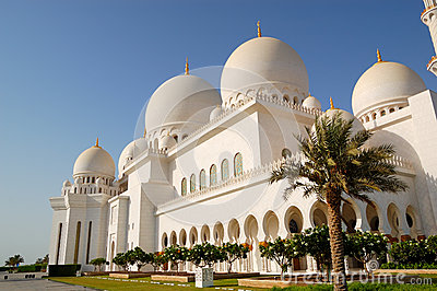 Sheikh Zayed Grand Mosque during sunset