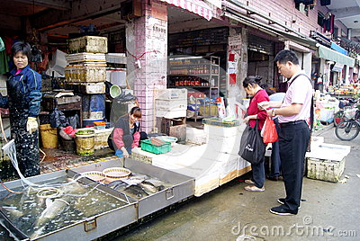 Shenzhen china: buying and selling fish Editorial Stock Image