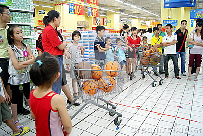 Shenzhen china: family fun games Editorial Photography