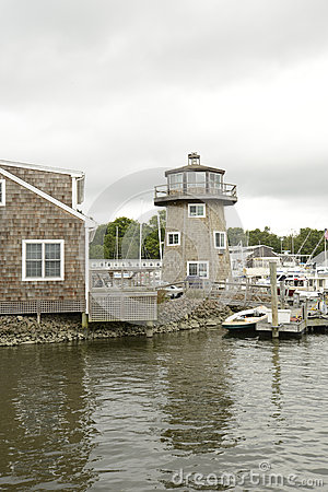 Shingle style buildings in Connecticut
