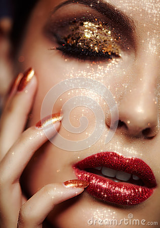 Free Shining Face Makeup Royalty Free Stock Images - 33305249