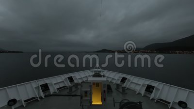 A Ship Departs Stokmarknes, Noruega video estoque