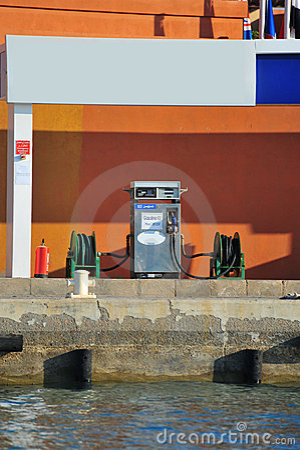 Ship fuel station