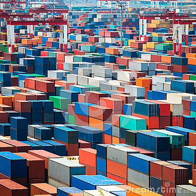 Free Shipping Containers In Port Royalty Free Stock Photos - 32267478