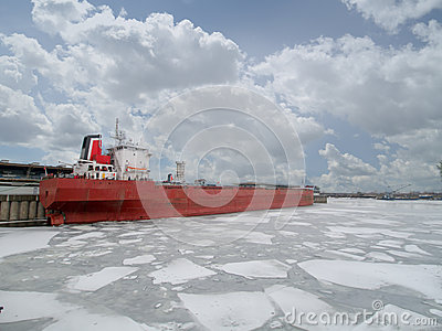 Shipping vessel frozen in harbour