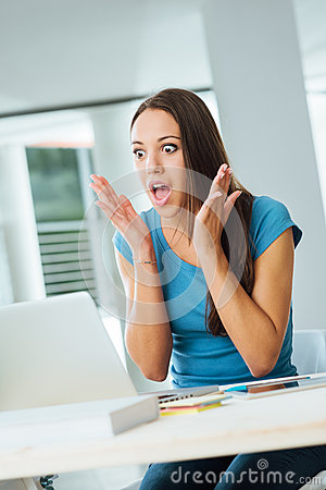 Free Shocked Young Woman Using A Laptop Stock Photography - 58433042