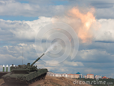 Shoot. Russian main battle tank.