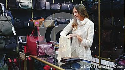shopgirl w pasamonictwo sklepie zdjęcie wideo