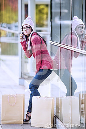 Shopping woman on the phone 1
