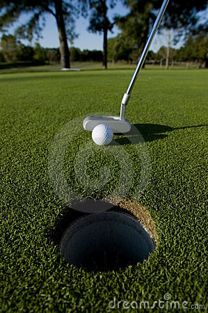 Free Short Golf Putt Royalty Free Stock Images - 9075859