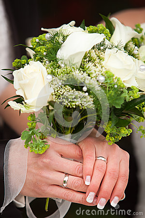 Showing rings and bouquet