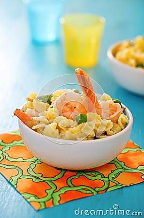 Shrimp salad with spaghetti