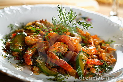 Shrimps with oven vegetables