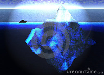 Sich hin- und herbewegender Eisberg im Ozean mit kleinem Boot
