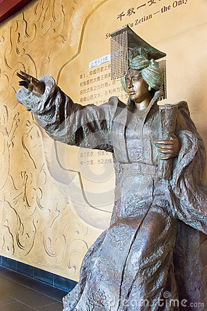 Free SICHUAN, CHINA - Mar 29 2015: Statue Of Empress Wu Zetian At Huangze Temple. A Famous Historic Site In Guangyuan, Sichuan, China. Royalty Free Stock Photo - 90772365