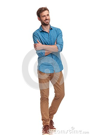 Free Side View Of A Happy Casual Man With Hands Crossed Royalty Free Stock Photography - 125239857