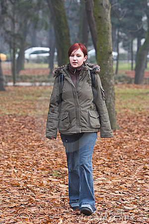 Sie ist im Park