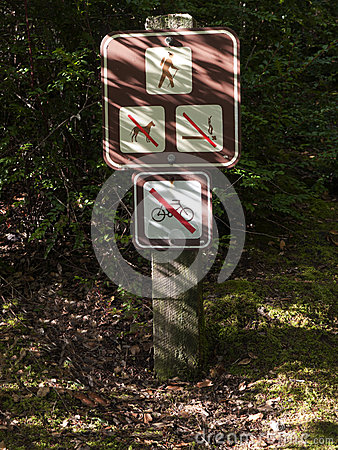 Sign forbidding dogs, smoking and biking on trail