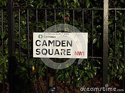 Signe de rue avec le message à l ami Winehouse Image stock éditorial
