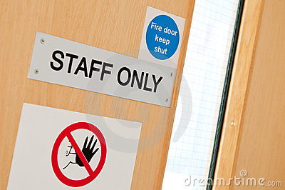 Signes de personnel seulement au laboratoire