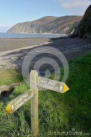 Free Signpost On The South West Coast Path, Lynmouth, Exmoor, North Devon Royalty Free Stock Photo - 106525185