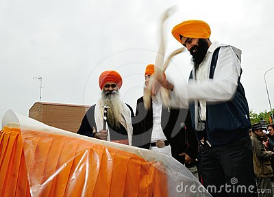 Sikh drummer at 2012 Baisakhi festival in Brescia Editorial Stock Image