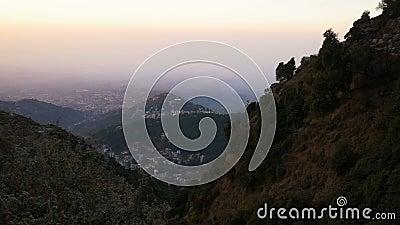 Sikt av Mcleod Ganj i Indien, Dharamsala arkivfilmer