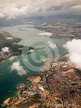 Sikt av staden av Mombasa från över