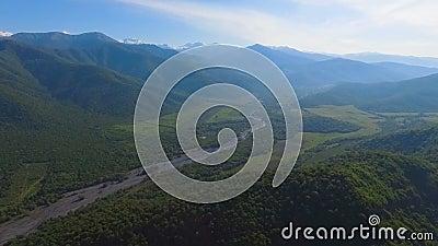 Sikt på Kaukasus berg, bevarande av miljön och ekologi, Georgia arkivfilmer
