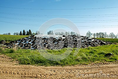 Silage by farmers using old tires as a burden