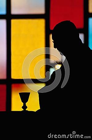 Silhouet van priester