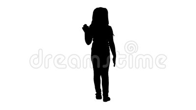 Silhouette Cheerful girl gratta e agita la mano mentre cammina video d archivio
