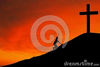 Silhouette de l homme avec la croix