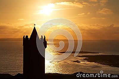 Silhouette of Doonagore castle