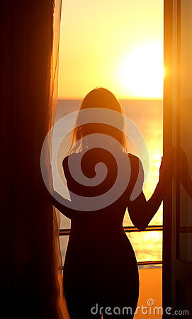 Free Silhouette Of A Naked Girl Royalty Free Stock Photography - 95458947
