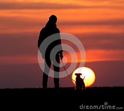 Free Silhouette Of Man With Dog At Sunset Royalty Free Stock Photos - 88904898