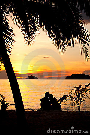 Free Silhouette Of Romantic Couple Sitting On A Beach Royalty Free Stock Image - 18914826