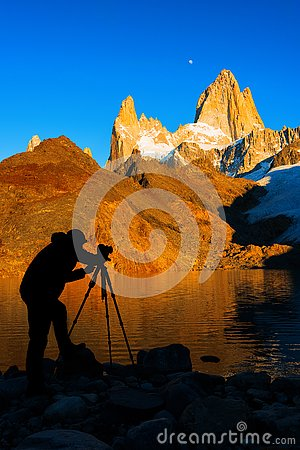 Free Silhouette Of The Photographer, At Mount Fitz Roy At Dawn. Argentine Patagonia Stock Images - 93328494