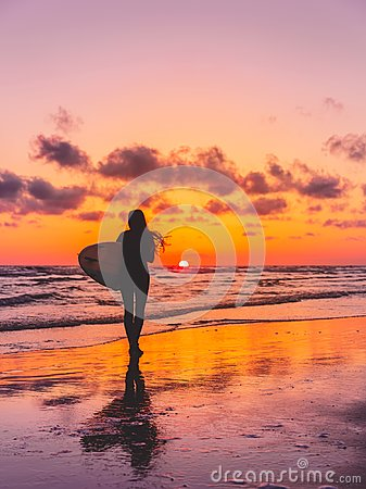 Free Silhouette Of The Surfer Girl With Surfboard On A Beach At Sunset. Surfer And Ocean Royalty Free Stock Images - 111721629