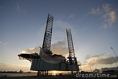 Silhouette of a oil rig