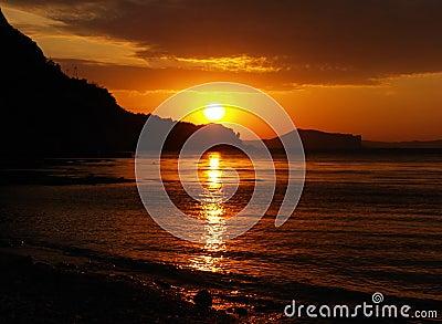 Silhouette photo, mountain sea