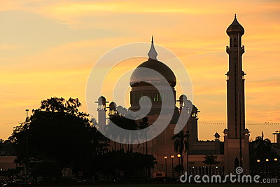 Silhouette of Sultan Omar Ali Saifudding Mosque at
