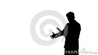 Silhouette Un joven hombre de negocios bailando después de que él discuta por teléfono metrajes