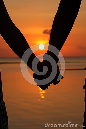 Silhouettes couples hands