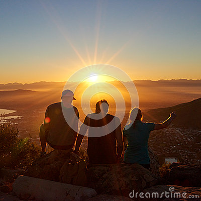 Free Silhouettes Of Friends Watching A Sunrise Together In Nature Royalty Free Stock Photos - 55414998