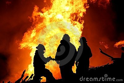 Silhueta dos bombeiros