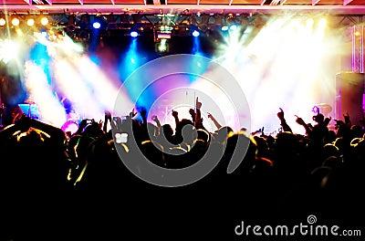Silhuetas da multidão do concerto