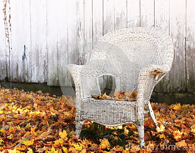 Silla de mimbre del otoño